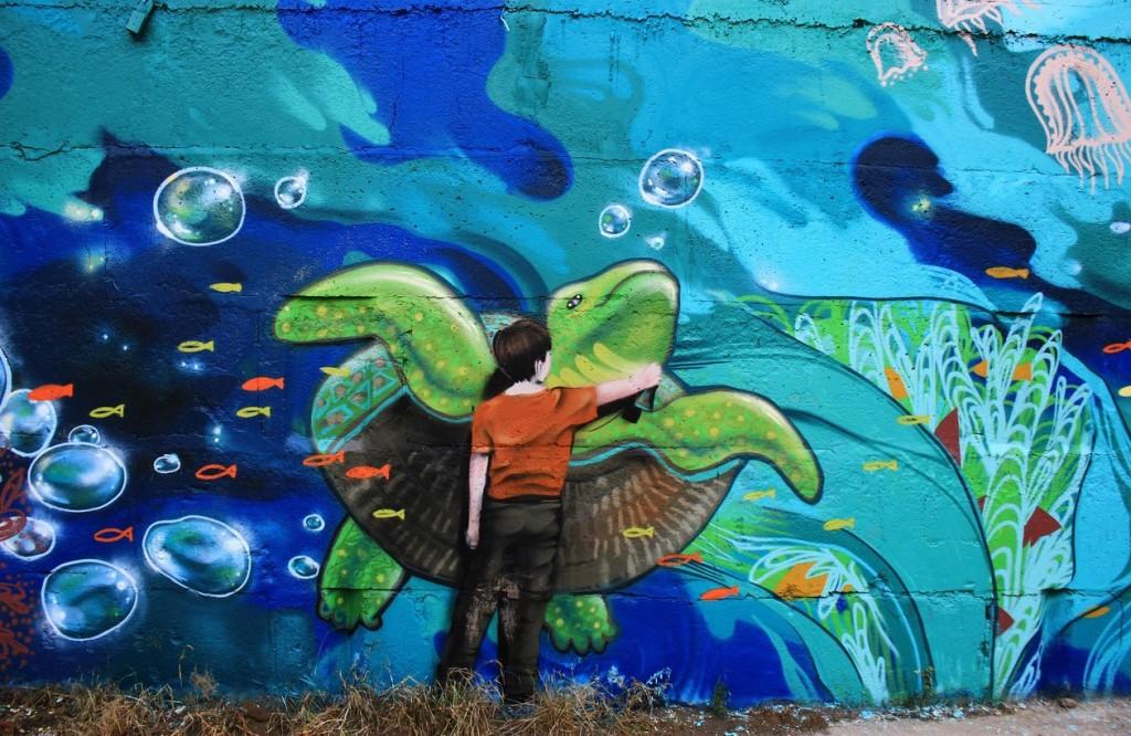 Нарисованные дети на стене